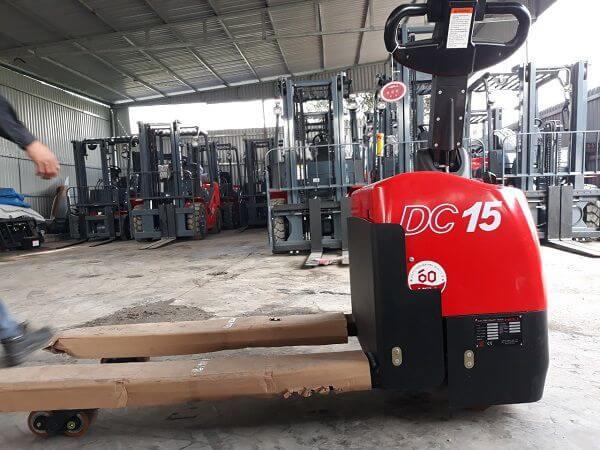 xe nâng tay điện 1.5 tấn heli cbd15-610