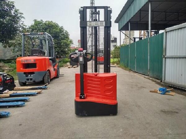 xe nâng tay điện cao heli 1.5 tấn