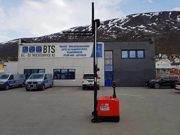 xe nâng tay điện cao 0.6 tấn heli cpd06-970