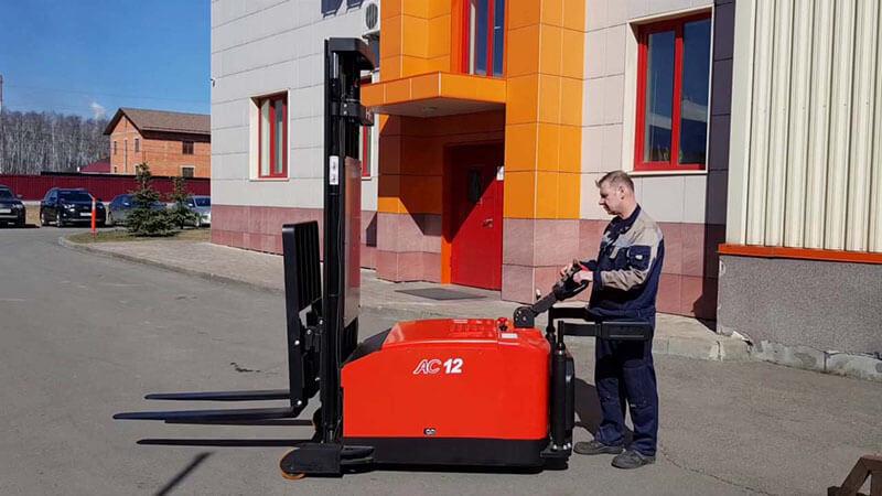 xe nâng tay điện đối trọng 1.2 tấn heli