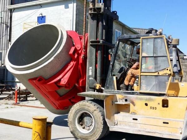 Xe nâng ống cống bê tông rung ép