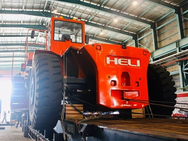 xe nâng dầu 46 tấn heli