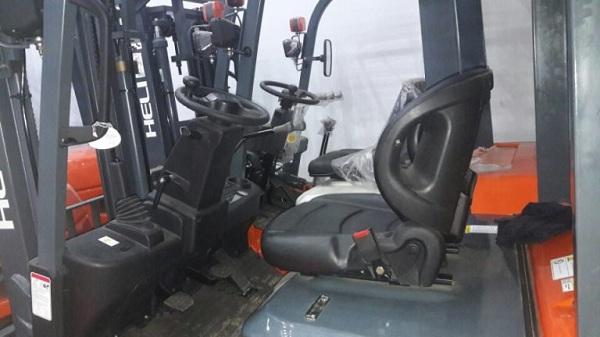 cabin xe nâng dầu 1.5 tấn heli