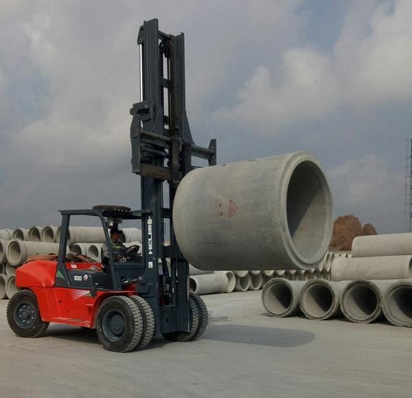 xe nâng 10 tấn nâng ống cống bê tông