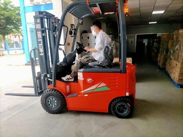 Xe nâng điện lithium 1.5 tấn được sử dụng ở nhiều ngành sản xuất khác nhau