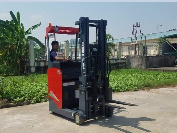 xe nâng reach truck đứng lái 1.5 tấn heli